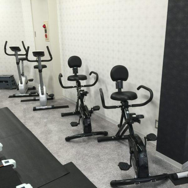 フィットネス& スポーツジムです。筋力トレーニング機材を完備し、 ダイエット、健康維持のためにご利用できる月額5500円の会員制ジムです。